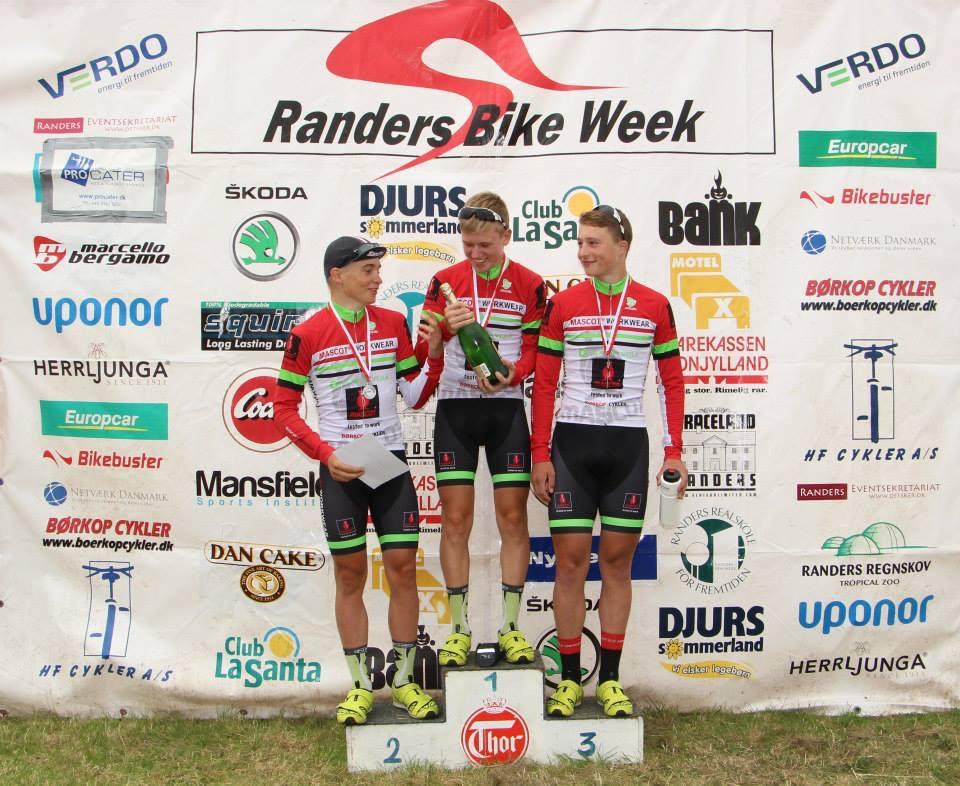 The winners at stage 4 in U19 peleton.