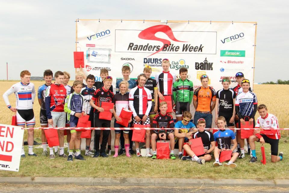 U17 with prizes after stage 4 of 4.